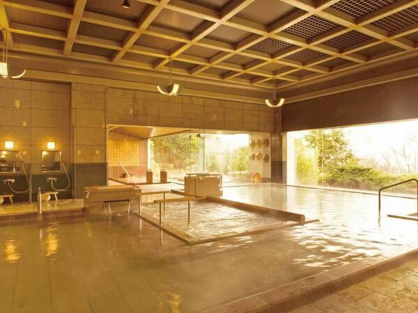 一の湯/内湯※男女入替。格子天井が美しい純和風。ウォッシングスペースも広々