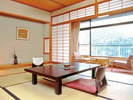 【西館和室/例】凛とした美しさを備えた客室。居心地の良い寛ぎの空間