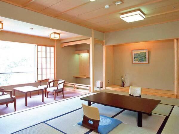 【南館和室/例】温泉街に面した、眺望良好な和室。すっきりとした空間