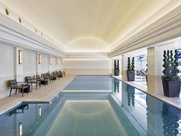 【室内プール】アクアヨガや、水中ウォーキングを実施