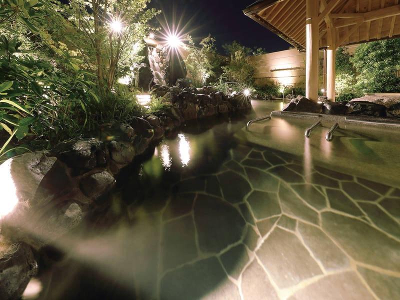 【1階露天大浴場/棚湯・長湯】ゆったりと天然温泉を愉しむ