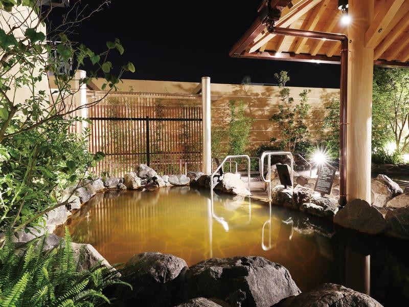【1階露天大浴場/源泉かけ流し湯】保湿効果と美肌効果が特徴の「美人の湯」