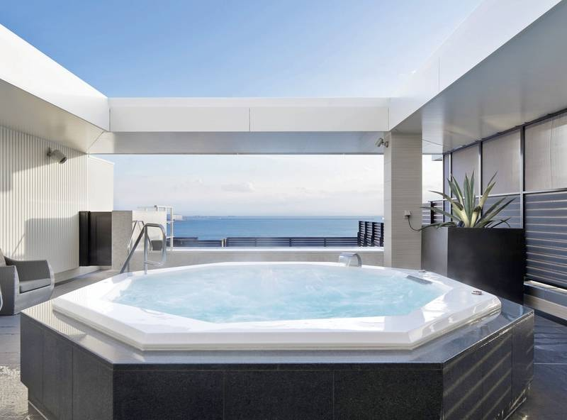 【最上階展望浴場(宿泊者専用)】空と海のオーシャンビュー