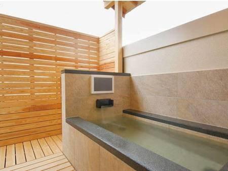 【温泉露天風呂付き和室/例】銀泉の露天風呂を独り占め
