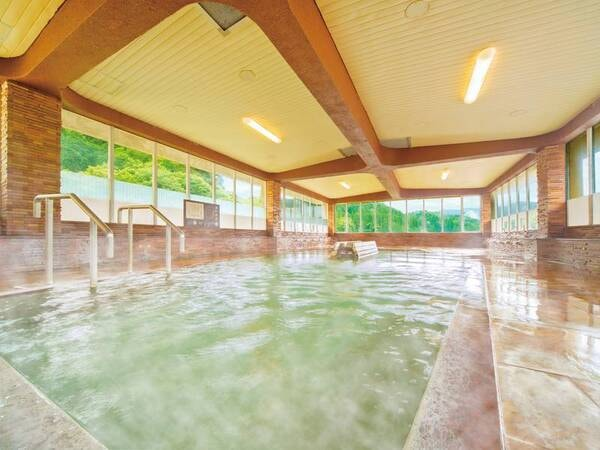 【湯快リゾート 三好屋】湯けむりと星空が瞬く自然に囲まれた森林露天風呂