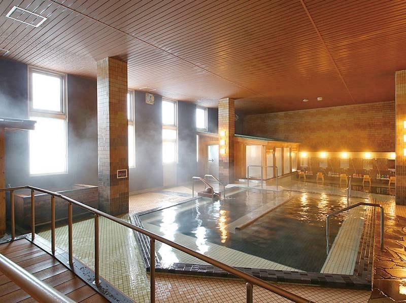【大浴場/げんぶの湯】落ち着いた風情の内湯は玄武洞がモチーフ