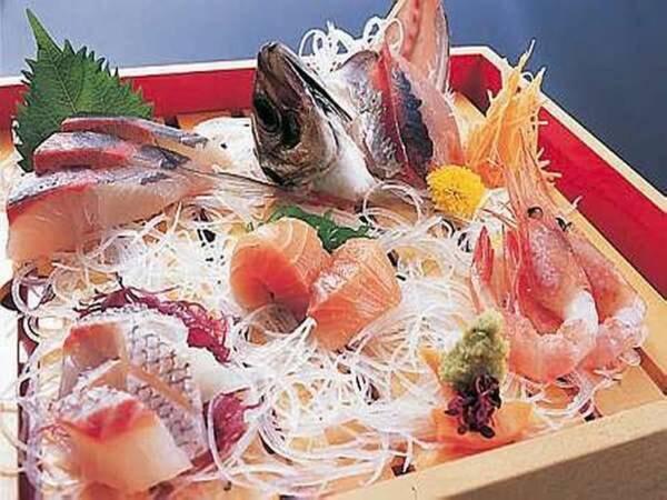 【夏:旬食満載会席プラン/例】地元柴山・香住港でその日の朝仕入れるとれたて新鮮な夕庵自慢のお魚のお造り盛り