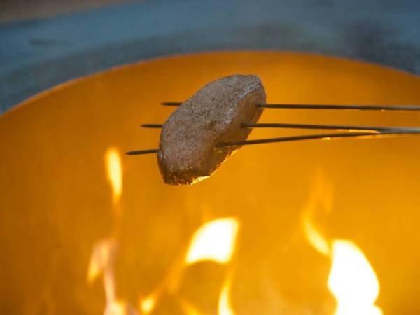 """【神戸ビーフ藁火焼きと山家料理/例】良い肉は""""甘味""""が感じられます。"""