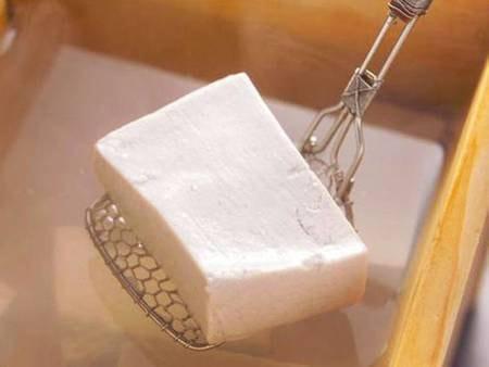 【黒豆豆腐/例】天然にがりを使用した、絹漉しのなめらかさが自慢の黒豆豆腐をご用意いたします。