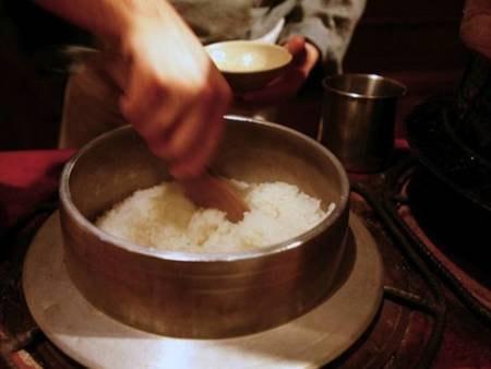 【炊き立てご飯/例】拘りは、おくどさんで炊いたカマド御飯