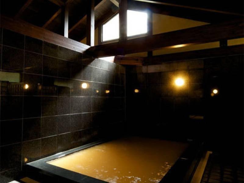 【陶泉(御所別墅離れの大浴場)】湯は御所源泉からかけ流しを堪能
