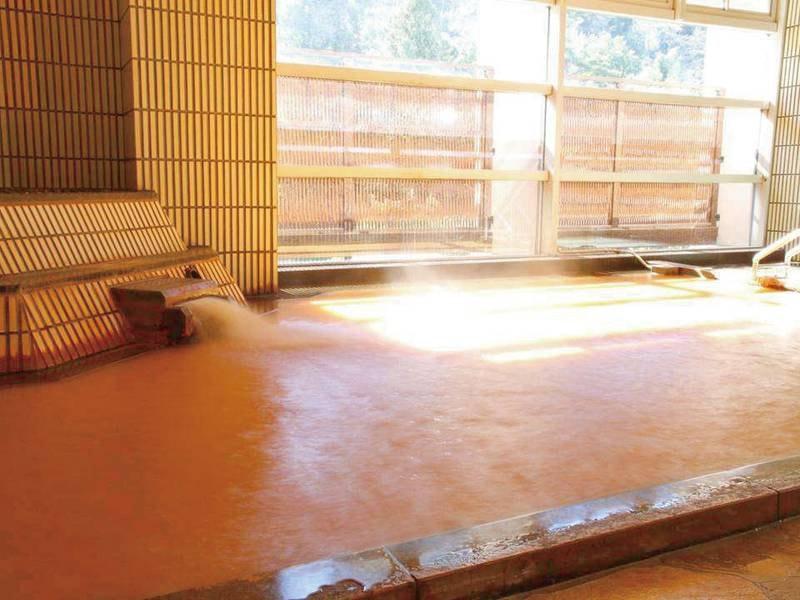 【大浴場】自家泉源から湧き出る天然温泉「金泉」をお楽しみください