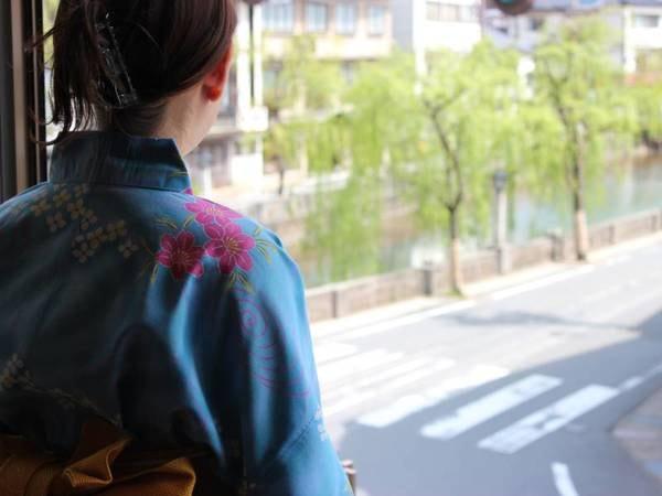 【お部屋からの眺め/例】温泉街の雰囲気を楽しむ