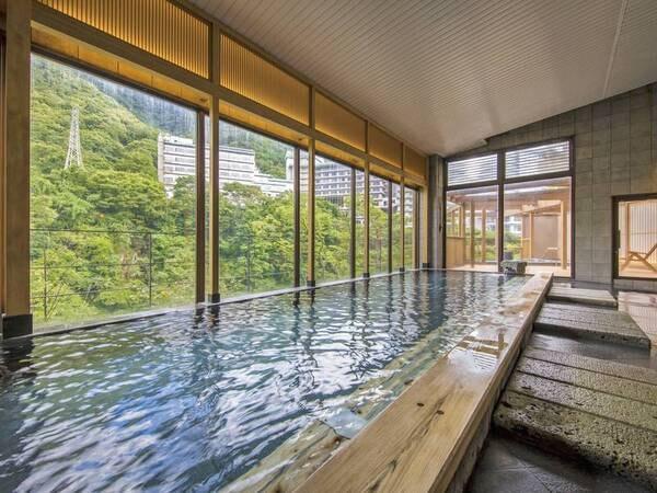【檜湯(男性大浴場)】鬼怒川を見下ろすことができる