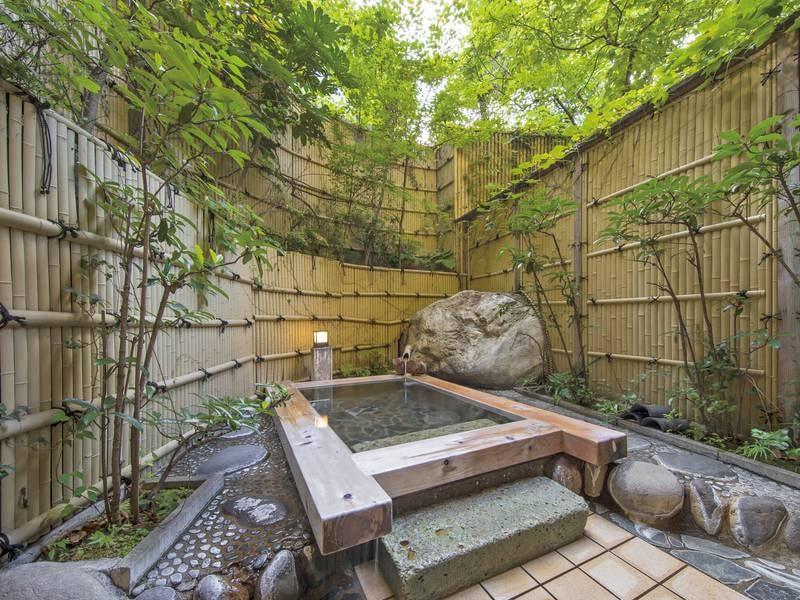 【有料貸切露天風呂 木風の湯】プライベートな湯あみを満喫できる」