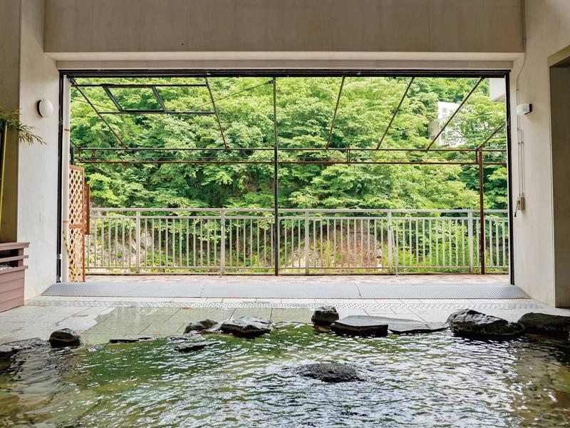 【露天風呂】鬼怒川渓谷沿いの湯船で瀬音を耳にゆったり湯浴み