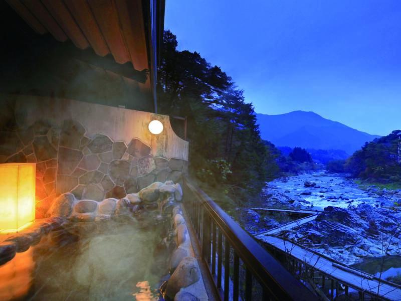 【露天風呂】雄大な鬼怒川渓谷を一望できる