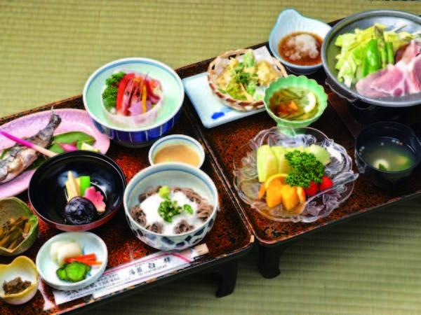 【夕食/例】夕・朝食共にお部屋食!塩原大根など季節の素材を用いた和食膳をご用意