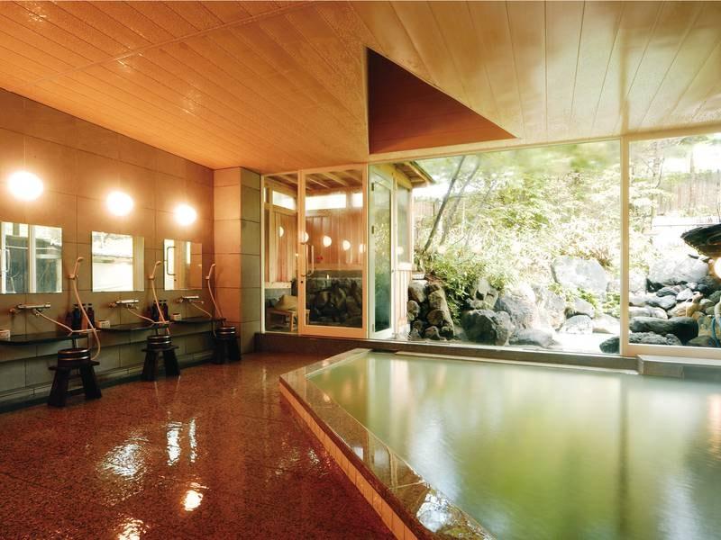 【大浴場】24時間かけ流しの湯を楽しめる