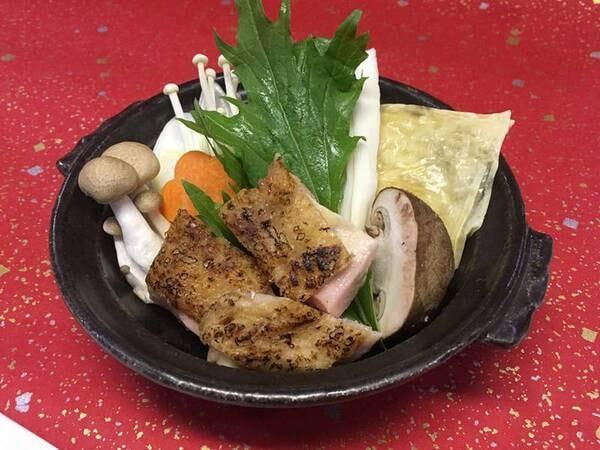 【湯波入り焼き鶏鍋/一例】香ばしい焼き鳥を使用した新発想のお鍋です