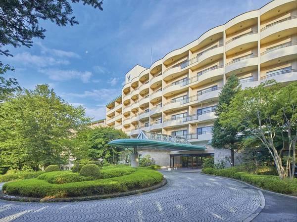 【外観】東京から120分。豊かな自然に抱かれ、地の利にも恵まれた鬼怒川温泉のリゾートホテル