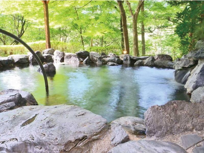 【露天風呂】鬼怒川温泉を楽しめる岩造りの露天風呂