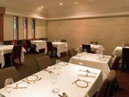 【レストラン「ラ・ヴィーヌ」】コース料理は「ラ・ヴィーヌ」または「マロニエ」でご用意