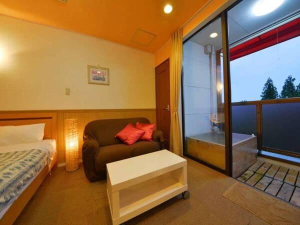 【天然温泉露天付きダブル室(洋室)禁煙/一例】テラスには露天風呂が付いています!