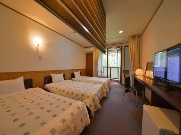 【天然温泉露天付きトリプル室(洋室)禁煙/一例】コンパクトながらのんびり寛げるお部屋です