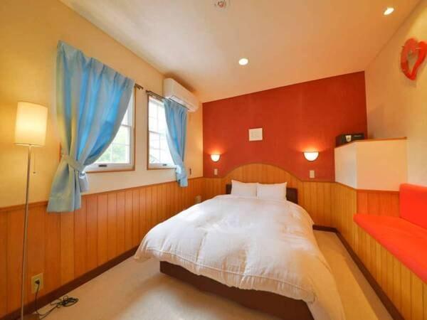 【離れメゾネットAタイプ/一例】ベッドは広々ダブル使用!快適におやすみいただけます