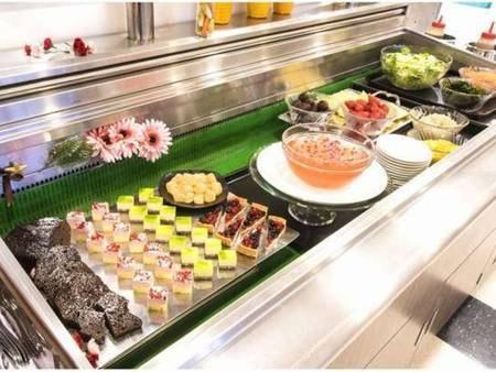 【夕食バイキング/一例】食後のデザートも種類豊富にご用意しております!
