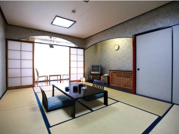 【和室一例】10畳の広々和室。全室洗浄機能トイレ付