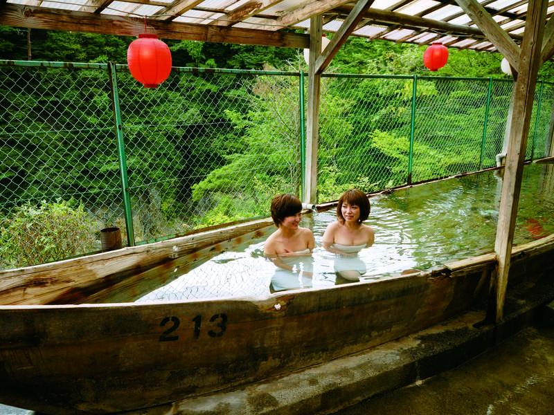 【露天風呂】 鬼怒川渓谷見下ろす絶景露天風呂で自慢の湯を満喫
