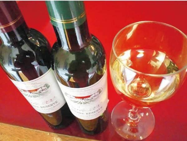 【特典/例】フルボトルワイン(2名様毎に1本)