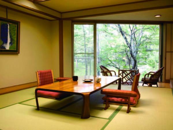 【樹林棟和室/例】窓が大きく広々としたお部屋は広縁付の10畳