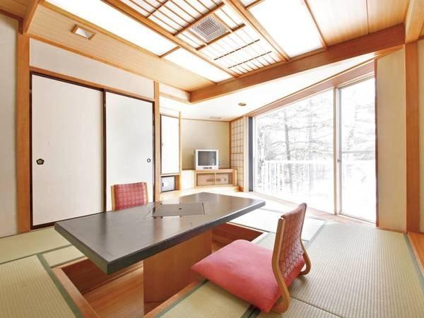 【樹林棟和室/例】窓が大きく広々とした広縁付の10畳のお部屋