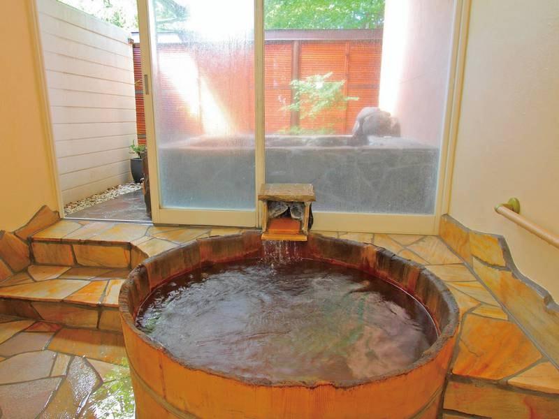 【無料貸切風呂(楊貴妃)】檜丸風呂露天風呂と内湯の2種類のお風呂を同時に貸切できます