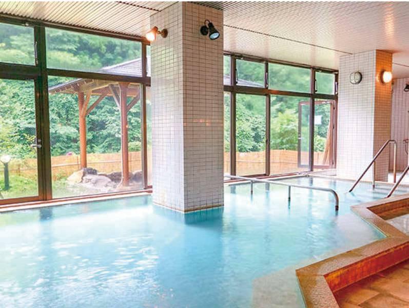 【大浴場】規模のわりに広々空間、内湯はジャグジーも完備