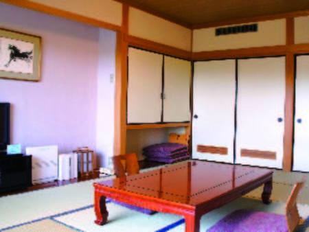 【和室・一例】客室は全て南向き。ベランダから四季折々の里山の風景を望む