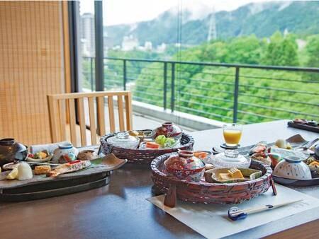 【朝食/一例】清々しい朝、淡い光と鬼怒のささやきに包まれながらのご朝食