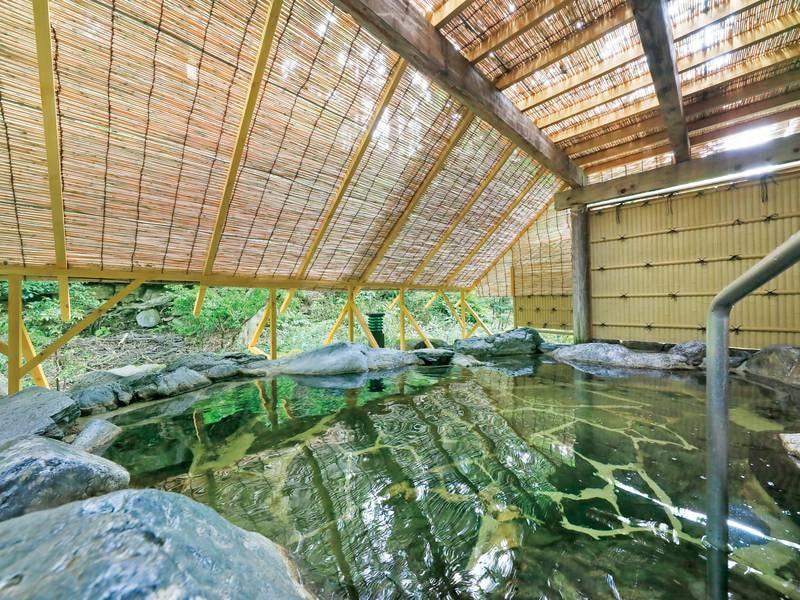 【露天風呂】自然美を望みせせらぎを聴きながらゆったりと温泉満喫