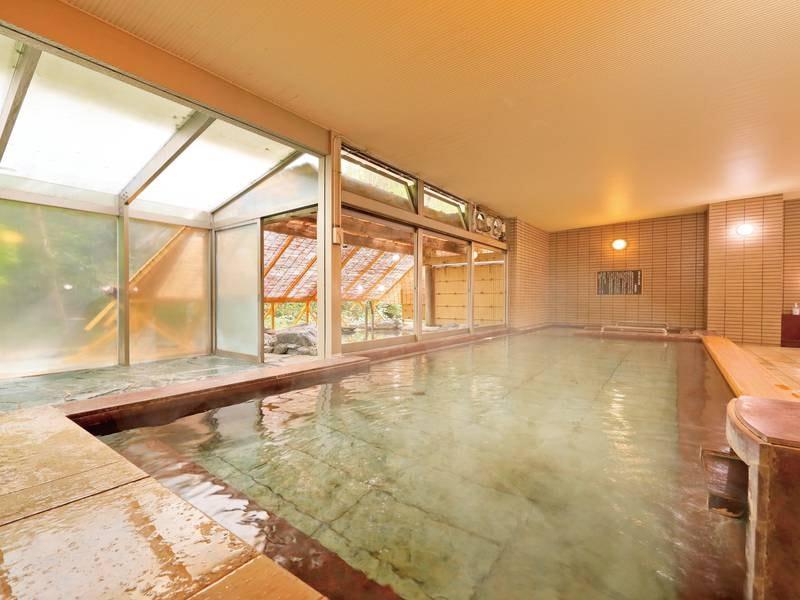 【大浴場】無色透明の単純アルカリ泉