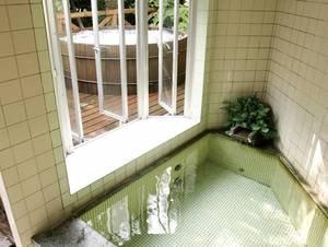 【内湯】露天風呂に併設の内湯
