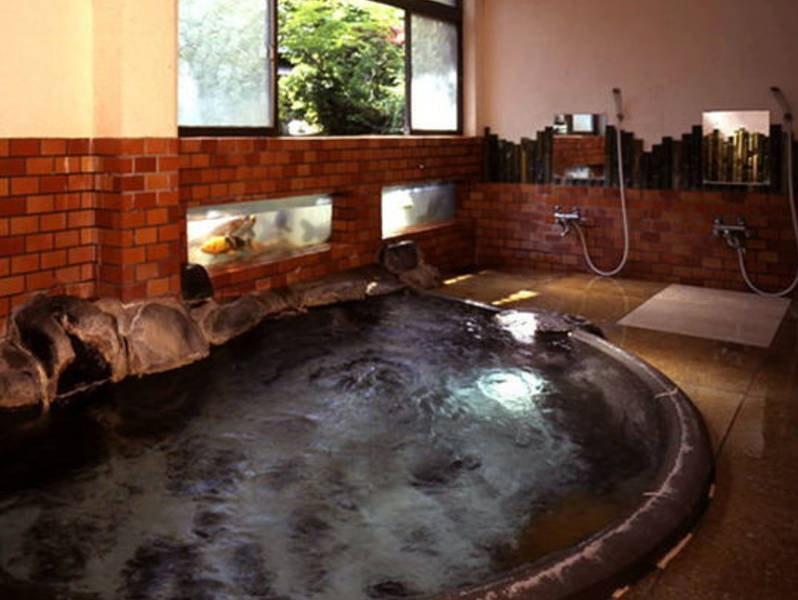 【内湯・あやめ風呂】あやめの形をしたお風呂