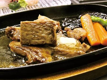 【和牛ステーキ付会席/例】旬の会席料理とあわせて、ボリューム満点なお食事を楽しめる!