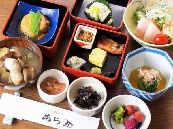 【朝食/例】色々な食材を少しずつ楽しめる重箱膳!
