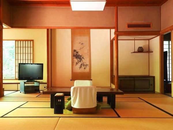 【「特別室」/温泉内風呂付/例】書院数寄造りの離れ風和室。天然温泉内風呂を楽しめる