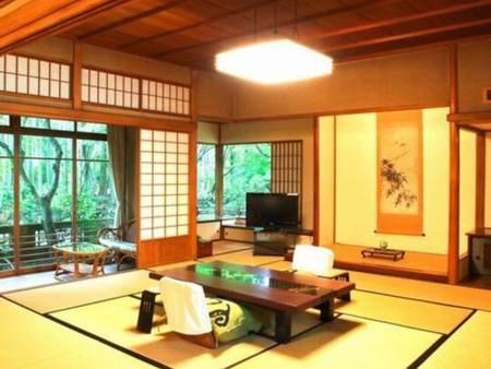 【「特別室」/温泉内風呂付/例】襖で仕切る二間続きの広々とした和室に広縁、天然温泉檜内風呂も