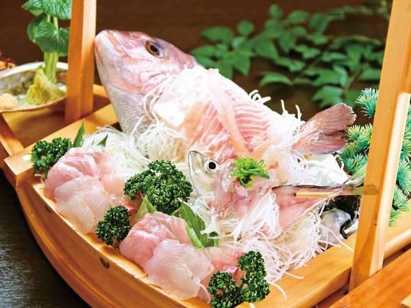 【夕食/例】活きた真鯛と地魚がたっぷりのった舟盛り