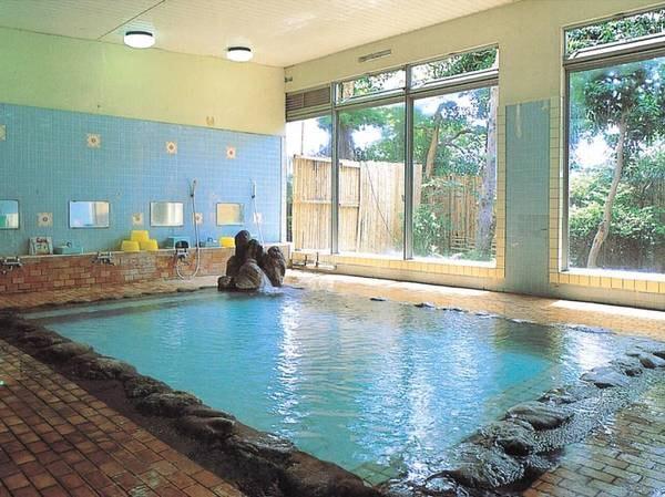 【大浴場】目の前で噴き上げている源泉を贅沢にかけ流しで使用